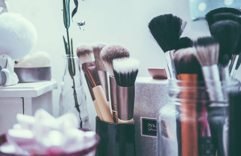 BEAUTY/FASHION/MAKEUP/SKIN CARE WHY MAKEUP IS ESSENTIAL TO LOOK BEAUTIFUL?